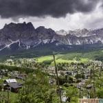 Cortina D'Ampezzo si doar o parte a privelistii din jur