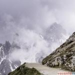 Traseul in jurul Tre Cime arata ca o sosea neasfaltata