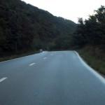 Pe o buna bucata, drumul este reabilitat complet