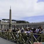 Cozile de la intrarea in Basilica di San Pietro, Roma
