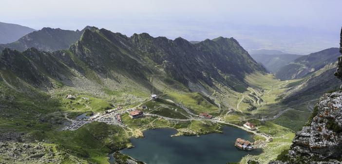 Lacul Balea, vazut de sus, unde nu poti ajunge decat cu piciorul