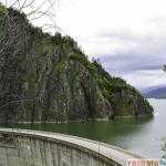 Barajul Vidraru impresioneaza prin marime